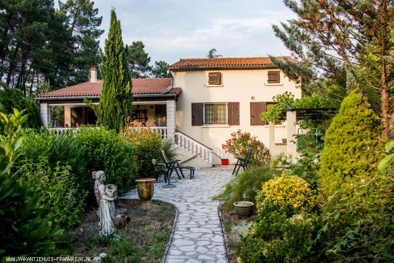 Vakantiehuis: Vakantiehuis met prive zwembad voor 2 tot 15 personen in de Gard. te huur voor uw vakantie in Gard (Frankrijk)