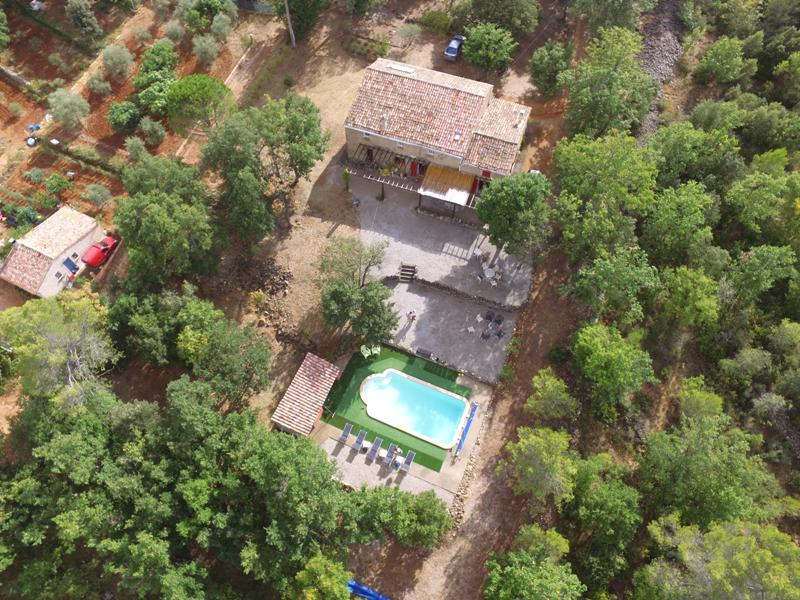 Vakantiehuis: Vakantiehuis voor 11 personen met privé-zwembad op groot rustig terrein. 6 slaapkamers en 3 badkamers. te huur voor uw vakantie in Var (Frankrijk)