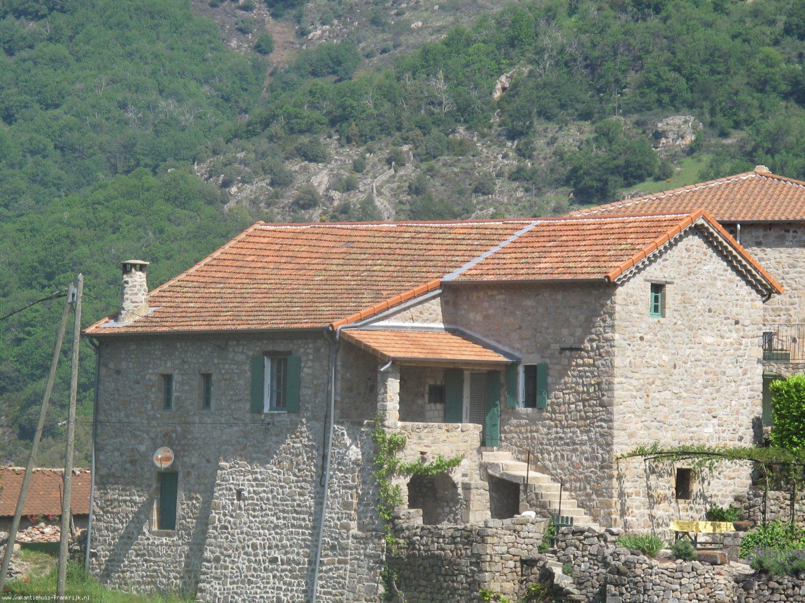 Vakantiehuis: Gemoderniseerde Middeleeuwse gîte. Ardèche. Zuid-Frankrijk. Vrijstaand, Wifi. Maximaal 6 personen. te huur voor uw vakantie in Ardeche (Frankrijk)