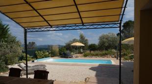 Vakantiehuis: Schitterende villa met adembenemend uitzicht over St Ambroix en haar kasteel. Voor 8 personen. Met 3 badkamers en privé zwembad.Overwinteren mogelijk.