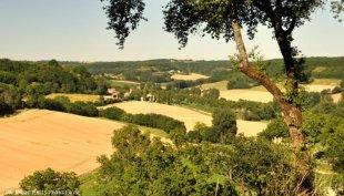Uitzicht op landschap rond Les Garosses, Roquecor Uitgebreid programma van wandelroutes