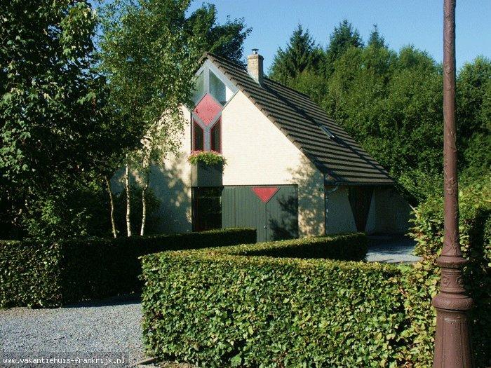 Vakantiehuis: In de Franse Ardennen. Prachtige moderne vakantiewoning. Met alle comfort. Op 200m afstand van het meer te huur voor uw vakantie in Ardennes (Frankrijk)