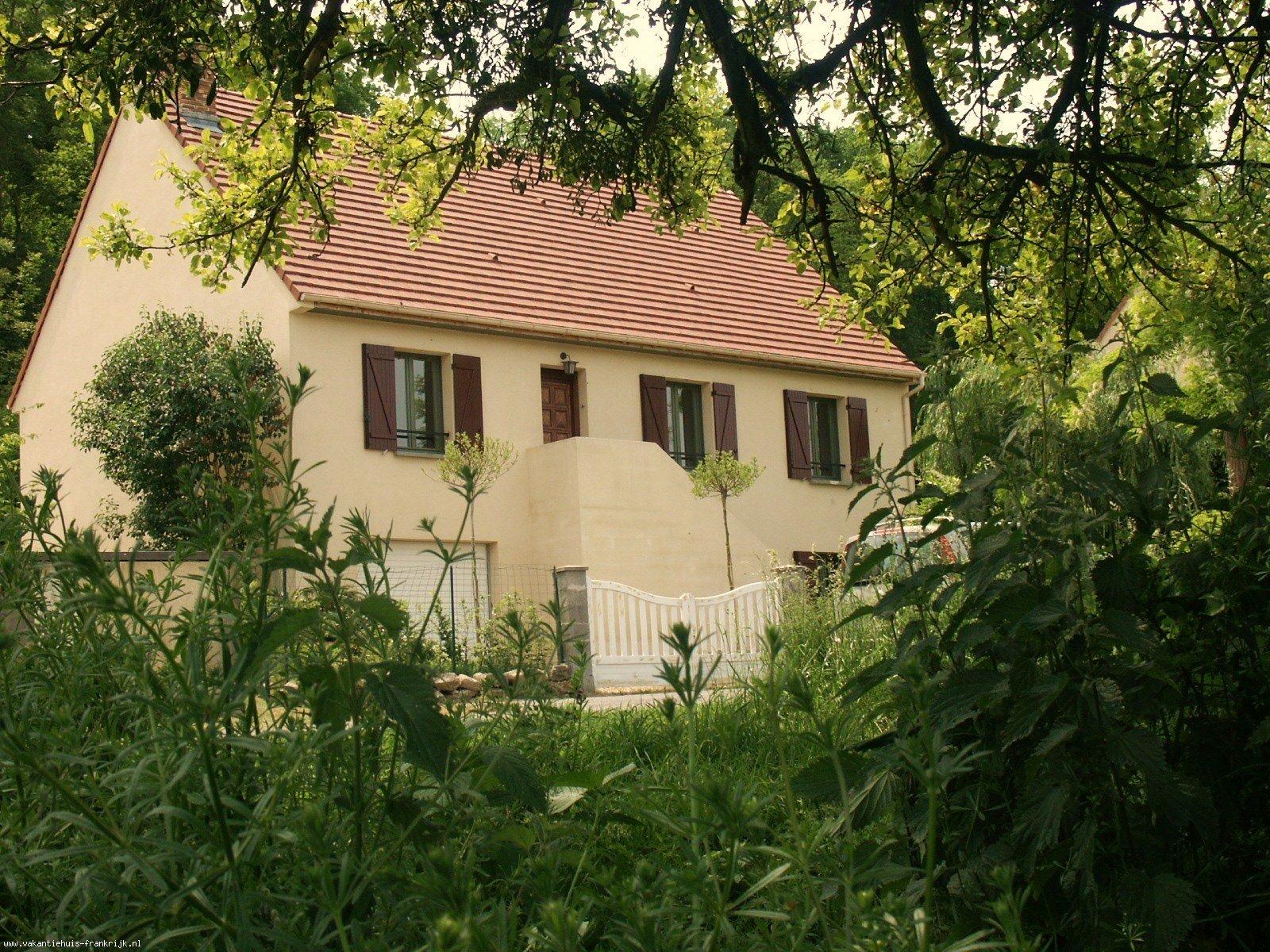 Vakantiehuis: Prachtige luxe vakantiewoning in Franse stijl, gelegen in een grote parkachtige tuin. Een beschermd gebied met middeleeuwse dorpjes en vele kastelen. te huur voor uw vakantie in Aisne (Frankrijk)