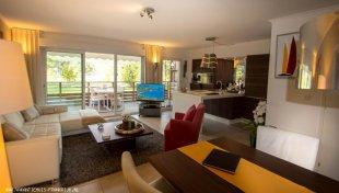 "Huiskamer Huiskamer met open ""design-keuken"""