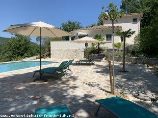 Vakantiehuis: Luxe moderne villa met verwarmd privé zwembad in een rustige omgeving en schitterend uitzicht in de Lanquedoc/ Gard/ Cevennen
