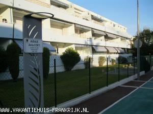 Vakantiehuis Cote d'Azur: Aan zee tussen Nice en Antibes charmante studio van alle gemakken voorzien.
