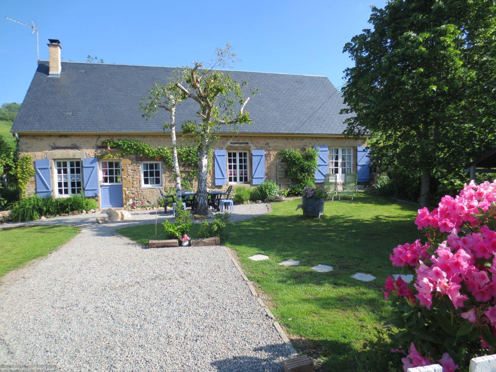 Vakantiehuis: Romantische, authentieke en heel gezellige cottage voor vakantie te huur per week.Vakantiehuis alleen gelegen midden Frankrijk.Grote omheinde tuin. te huur voor uw vakantie in Nievre (Frankrijk)
