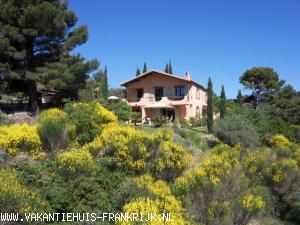 Vakantiehuis: Provencaals landhuis met zwembad op eigen heuvel met fantastisch uitzicht te huur voor uw vakantie in Var (Frankrijk)