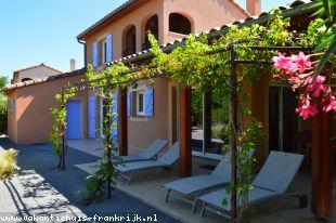 Vakantiehuis: Luxe 6-persoons villa met Airco + Park ZWEMBAD, tennisbanen, speeltuin; a/d rivier de Ardeche op villapark Les Rives de l'Ardèche, Vallon Pont d'Arc