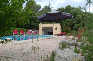 zwembad groot zwembad, 10m x 5m ,terras en omheining, kan afgesloten worden met hekje (veiligheid van kindjes en dieren