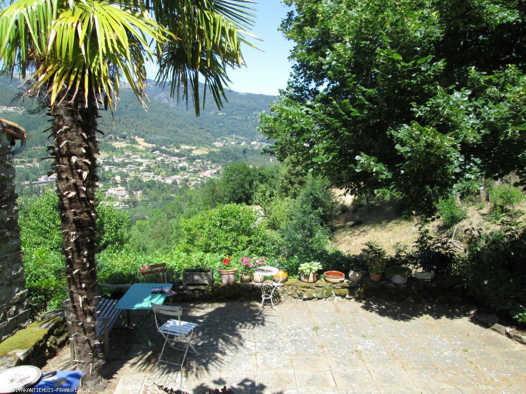 Vakantiehuis: Romantisch huis met mooie tuin en schitterend uitzicht op rivier te huur voor uw vakantie in Ardeche (Frankrijk)