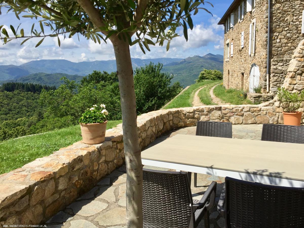 Vakantiehuis: Zonnige en sfeervolle gite, met privé terras en adembenemend uitzicht over de Ardèche; gite Bruen te huur voor uw vakantie in Ardeche (Frankrijk)