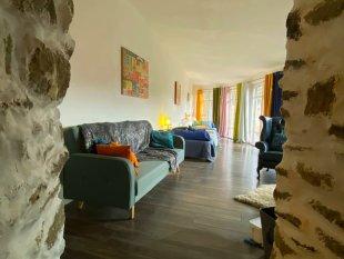 Woonkamer <br>De woonkamer is de place to be, we hebben de kamer ingericht zodat je er 100% kan van genieten, met het uitzicht erbij is dit puur ZEN.