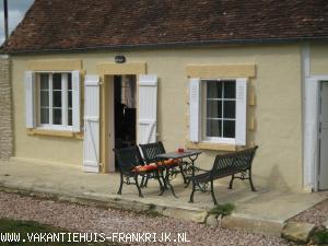 Vakantiehuis: vakantiehuis normandie met prachtig uitzicht, veel privacy en vaak herten in de wei voor het huis te huur voor uw vakantie in Calvados (Frankrijk)