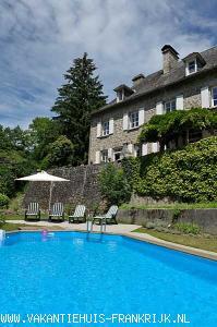 Vakantiehuis: Sfeervol huis, privé zwembad, overdekt terras geniet van natuur stilte privacy Zeer geschikt voor gezinnen ook oma/opa of vrienden welkom tot 8 pers. te huur voor uw vakantie in Correze (Frankrijk)