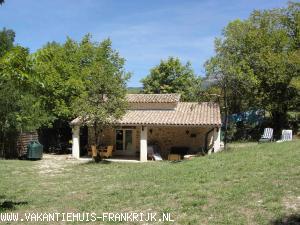 Vakantiehuis: Authentiek vrijstaand vakantiehuis (Cabanon) met tuin bij zwemmeer in de Drôme Provençal te huur voor uw vakantie in Drome (Frankrijk)