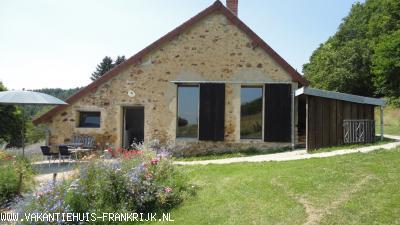 Vakantiehuis: Prachtig gelegen,vrijstaande,authentieke vakantiewoning in de overweldigende natuur van de Morvan, Bourgogne.Geheel gerenoveerd, heerlijk comfortabel! te huur voor uw vakantie in Saone et Loire (Frankrijk)