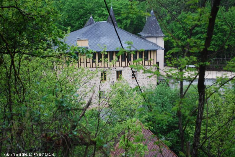 Vakantiehuis: Luxe vakantiewoning aan rivier met waterval (WWW.lesbrocs.com) te huur voor uw vakantie in Correze (Frankrijk)