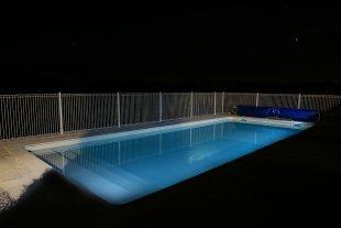 zwembad met verlichting