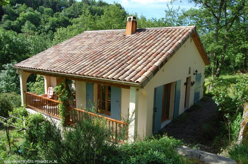 Vakantiehuis: Vrijstaande villa op landgoed van 3 ha met weiland en bos aan rivier. te huur voor uw vakantie in Ardeche (Frankrijk)