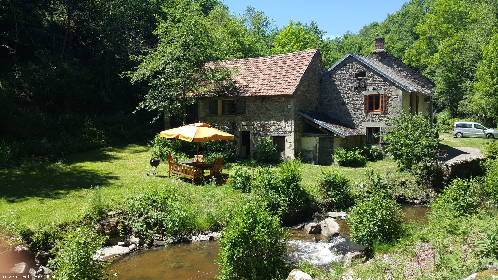 Vakantiehuis: Watermolen met ruisende beek, geheel privé. 9.1 op Zoover te huur voor uw vakantie in Puy de Dome (Frankrijk)