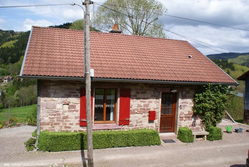 Vakantiehuis: Ruime vrijstaande woning in de prachtige natuur van de Vogezen. Vanaf terras een prachtig uitzicht over de vallei. Ideaal voor wandelaars en fietsers. te huur voor uw vakantie in Vosges (Vogezen) (Frankrijk)
