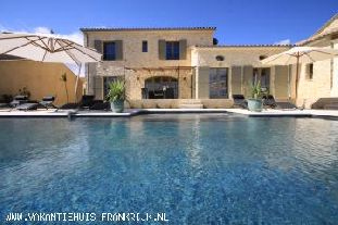 MAS DU TEMPLE :Luxe nieuwbouw vakantievilla nabij Uzes met verwarmd Diffazur zwembad en airco in volledige huis - uniek !!- buitenkans !!