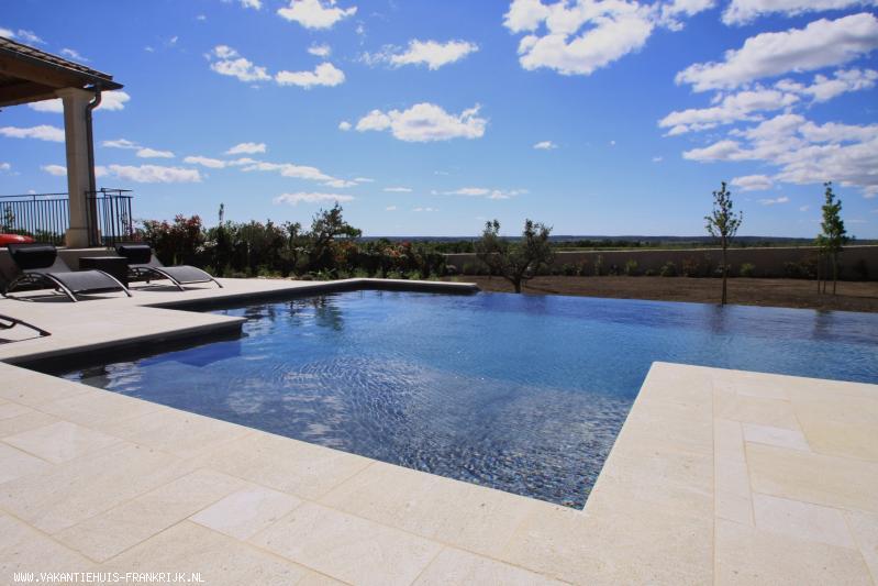 Vakantiehuis: MAS DU TEMPLE :Luxe nieuwbouw vakantievilla nabij Uzes met verwarmd Diffazur zwembad en airco in volledige huis - uniek !!- buitenkans !! te huur voor uw vakantie in Gard (Frankrijk)