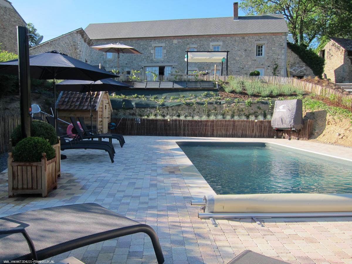Vakantiehuis: Een volledig ingerichte vrijstaande boerderij in een zeer rustig en landelijke omgeving van de Puy de Dome. Met prive zwembad. te huur voor uw vakantie in Puy de Dome (Frankrijk)