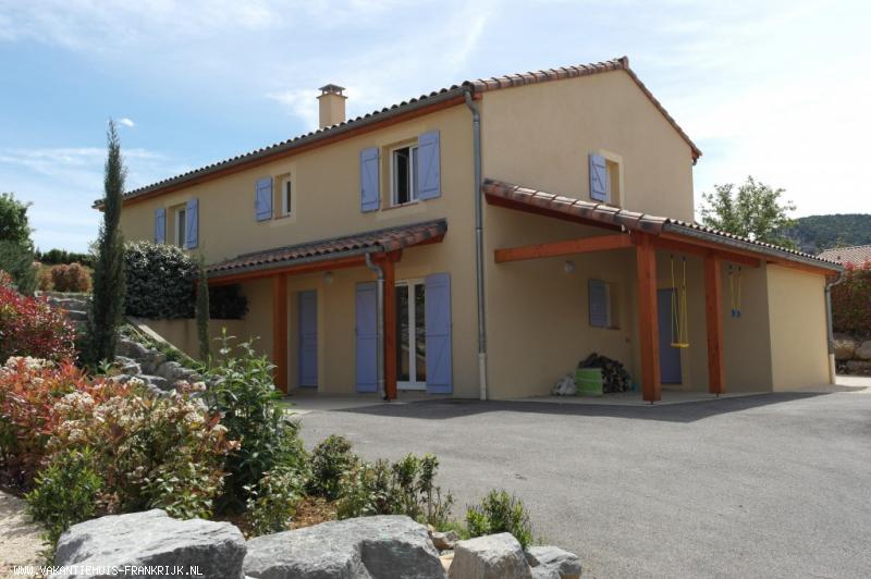 Vakantiehuis: Royale vrijst. 2-8 pers.villa met verwarmd privé zwembad + Airco op slaapkamers op Villapark in Vallon Pont d'Arc te huur voor uw vakantie in Ardeche (Frankrijk)