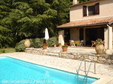 Vakantiehuis: Prachtig familiehuis in de Provence voor 8 personen met eigen zwembad en grote tuin te huur voor uw vakantie in Var (Frankrijk)