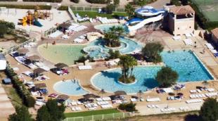 Vakantiehuis met zwembad: Vakantie villa in vakantiepark met zwembadencomplex in Provence Côte d'Azur Zuid Frankrijk
