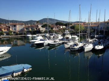 Vakantiehuis: Romantisch appartement in PORT GRIMAUD (Baai van St Tropez) te huur voor uw vakantie in Var (Frankrijk)