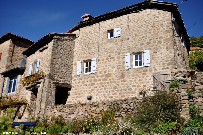 Vakantiehuis: Een eeuwenoud huis in een slaperig gehucht, met alleen maar de prachtige natuur van de midden Ardèche. te huur voor uw vakantie in Ardeche (Frankrijk)