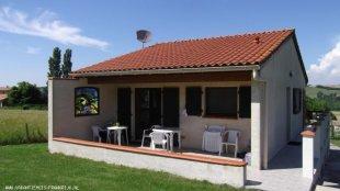 Halfoverdekt terras Ligstoelen, tafels, ligbank en tuinstoelen