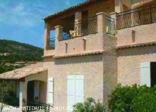 Vakantiehuis Cote d'Azur: u heeft vanaf de villa een prachtig panoramisch zeezicht over de Golf van St- Tropez tevens heeft u een geheel vrij zicht op dal en heuvels