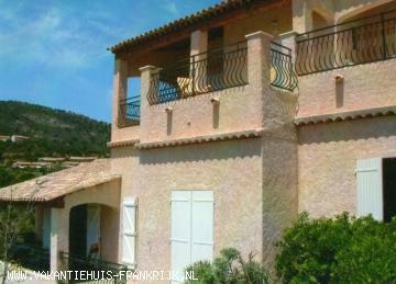 Vakantiehuis: u heeft vanaf de villa een prachtig panoramisch zeezicht over de Golf van St- Tropez tevens heeft u een geheel vrij zicht op dal en heuvels te huur voor uw vakantie in Var (Frankrijk)