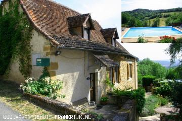 Vakantiehuis: Royaal traditioneel stenen huis uit 16e eeuw met privé zwembad (11x5 mtr) in een ruime bloemrijke tuin met geweldig uitzicht over vallei te huur voor uw vakantie in Lot (Frankrijk)