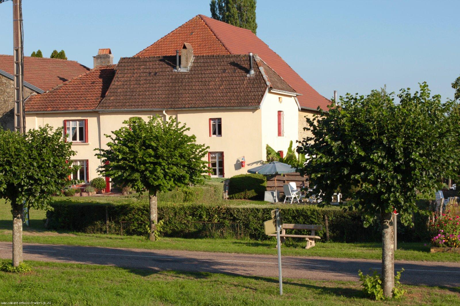 Vakantiehuis: Gite La-Chouette is gelegen tussen de zuidelijke Vogezen en de uitlopers van de Jura en heeft accommodatie voor 5 personen. Huisdieren toegestaan. te huur voor uw vakantie in Haute Saone (Frankrijk)