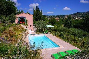 Vakantiehuis met zwembad: Bastide Rouge, sfeervol en comfortabel 6-persoons vakantiehuis in de Provence met privé zwembad en mooi uitzicht op Cotignac.