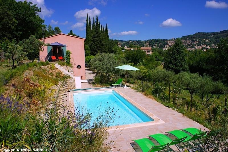 Vakantiehuis: Bastide Rouge, sfeervol en comfortabel 6-persoons vakantiehuis in de Provence met privé zwembad en mooi uitzicht op Cotignac. te huur voor uw vakantie in Var (Frankrijk)