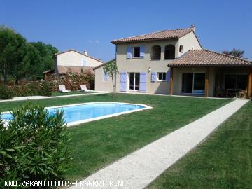 Vakantiehuis: Perfect gelegen vrijstaande villa (2-8 pers.)met verwarmd prive zwembad op fraai grondstuk met veel privacy en op loopafstand van de rivier de Ardèche te huur voor uw vakantie in Ardeche (Frankrijk)