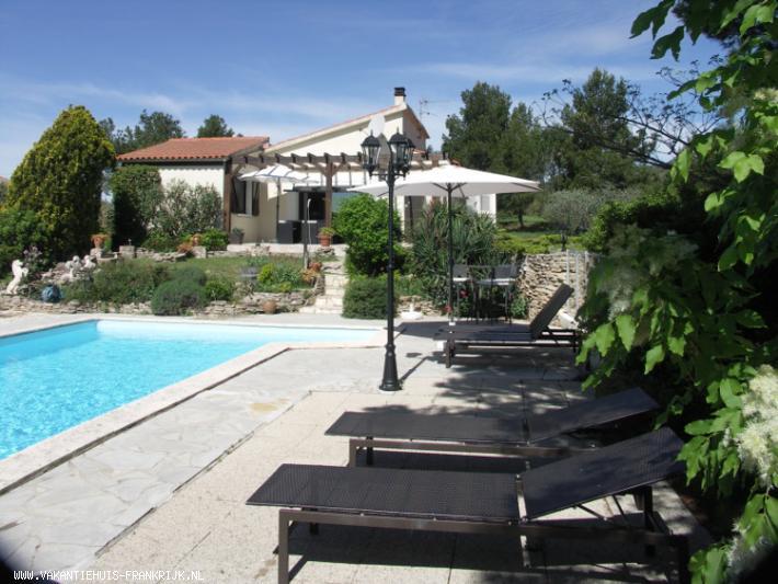 Vakantiehuis: 6 persoons romantische villa met verwarmd privé zwembad, uitzicht en mooie tuin te huur voor uw vakantie in Aude (Frankrijk)