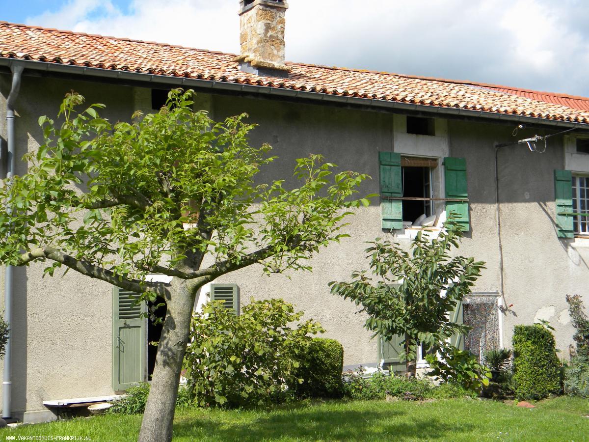Vakantiehuis: Een 300 jaar oud huis in authentieke staat. te huur voor uw vakantie in Meuse (Frankrijk)
