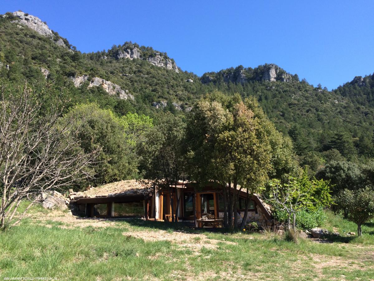 Vakantiehuis: Het Heuvelhuis, op ecologisch landgoed Bergerie la Falaise met zwemvijver en panoramisch uitzicht te huur voor uw vakantie in Herault (Frankrijk)