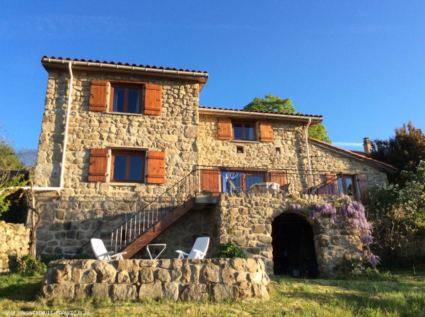 Vakantiehuis: Ons prachtige vakantiehuis heeft een grote tuin (2000 m) met uitzicht op bergen. Geen wifi, SMARTPHONES hebben goed bereik in huis. te huur voor uw vakantie in Ardeche (Frankrijk)