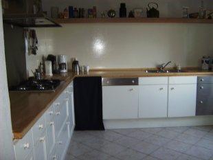 keuken <br>volledig geoutilleerde keuken met 5 pits gastoestel  en oven/magnetron/afwasmachine/koelkast