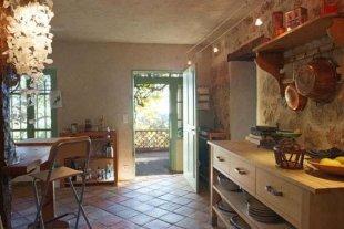 Grote keuken met eethoek Sfeervolle keuken met nodige apparatuur (elek.oven,koelkast met vrieslade,magnetron,koffieapparaat,waterkoker en toaster
