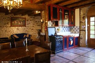 De keuken is geheel in stijl