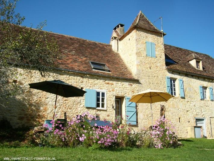 Vakantiehuis: 2 persoons gite met prachtig uitzicht gelegen in een grote tuin, privacy, rust en ruimte.Veel bezienswaardigheden, wandelen en fietsen vanuit huis. te huur voor uw vakantie in Lot (Frankrijk)